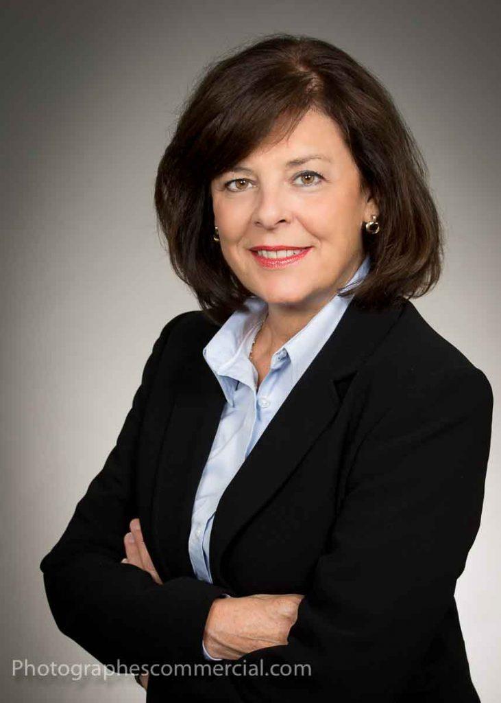 Photo portrait corporatif sur fond gris à Chambly